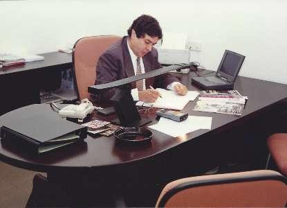 Joaquín Barca en una oficina